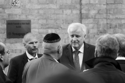 German Prime Minister Horst Seehofer at the scene of the 9 October 2019 attack