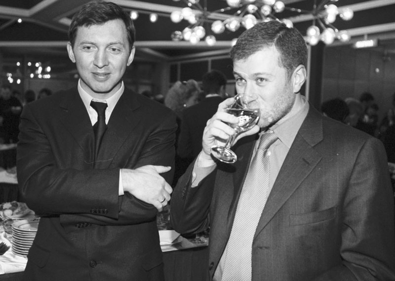 Deriskapa & Abramovich attend a meeting at the Kremlin, in 2006.