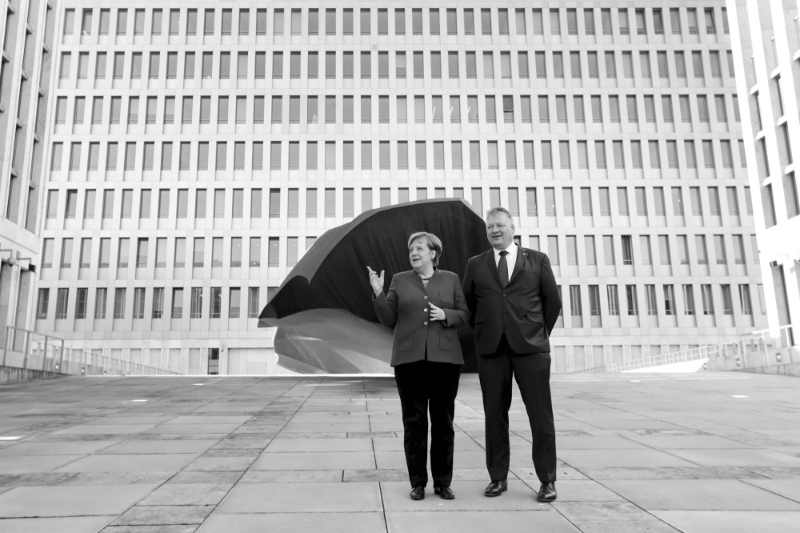 Angela Merkel and Bruno Kahl at the inauguration of the new BND headquarters on February 8th.